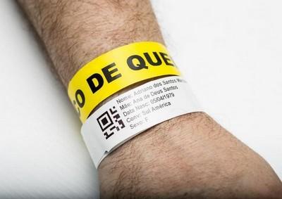 Pulseira hospitalar colorida